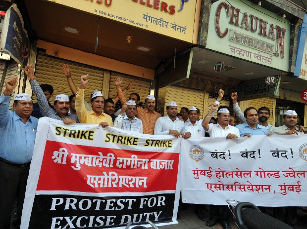 jewellers on strike against the government